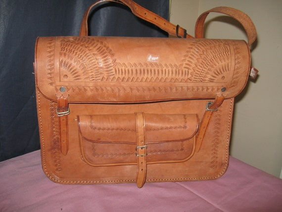 Vintage 1970's : Unisex Stiff Body Leather Carry Bag