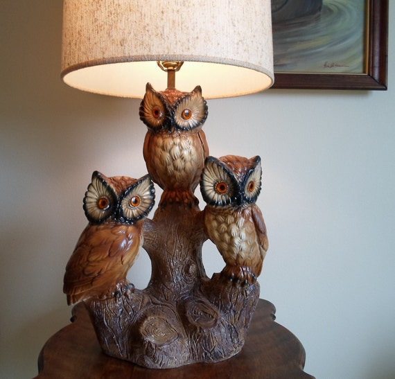 Vintage Owl table lamp with shade     Very Retro    Three owls on an old stump.  Owl Lamp