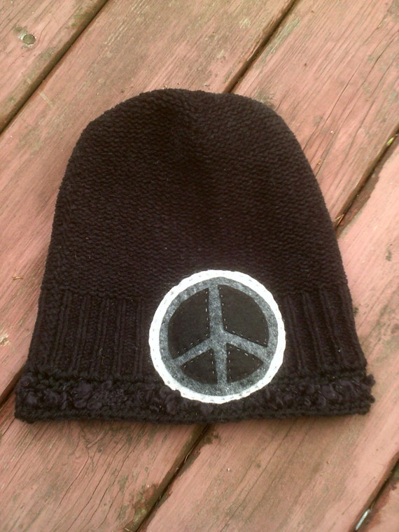 Soft SLOUCHY knitted hat W/ felted PEACE patch - Black hat and gray peace