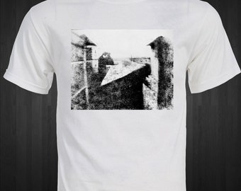 FIRST PHOTOGRAPH ever taken in 1826 by Nicéphore Niépce  T-Shirt