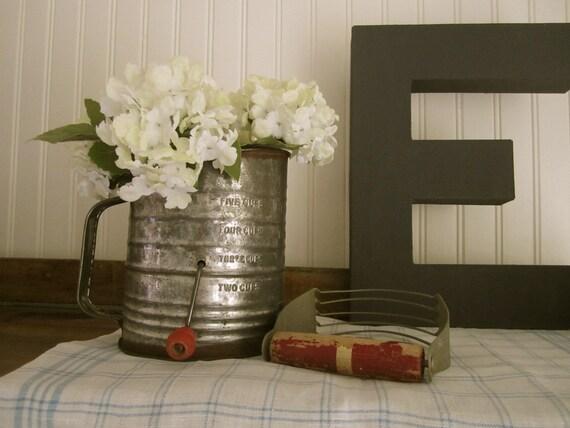 Bromwell Sifter / Farmhouse Kitchen Decor