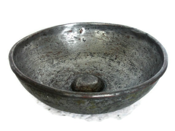 Antique PRIMITIVE HAMMERED COPPER hamam bowl rustic artisan crafted pot - Heavy solid metal bathroom accessories - Tinplated tinware