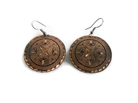 Round COPPER EARRINGS VINTAGE discs w black geometric & floral pattern - Funky vacation jewelry - Summer holiday jewelry findings