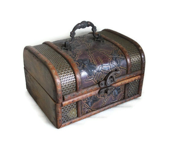 AHOY Wooden pirate TREASURE CHEST ornate metal latch & handle - Hinged keepsake - Nautical jewelry case trinkets box