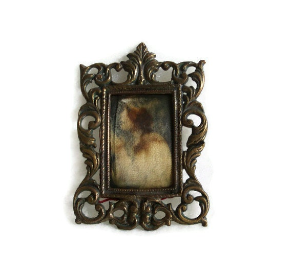 Vintage brass photo FRAME fabric tapestry picture - Mini wall hanging PRAYING CHILD - Wall decor - Art nouveau, Victorian religious wall art