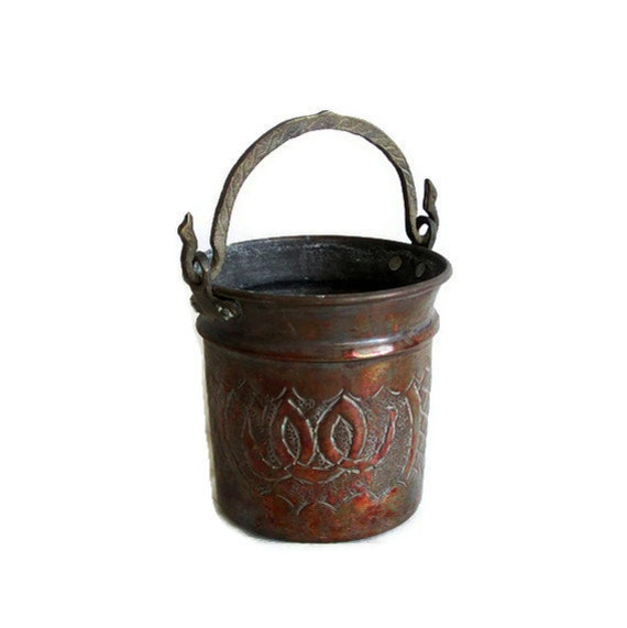 Vintage copper BUCKET hand ETCHED & FORGED pot - Rustic country farmhouse cottage barn decor - Ornate brass handle - Old natural brown pail
