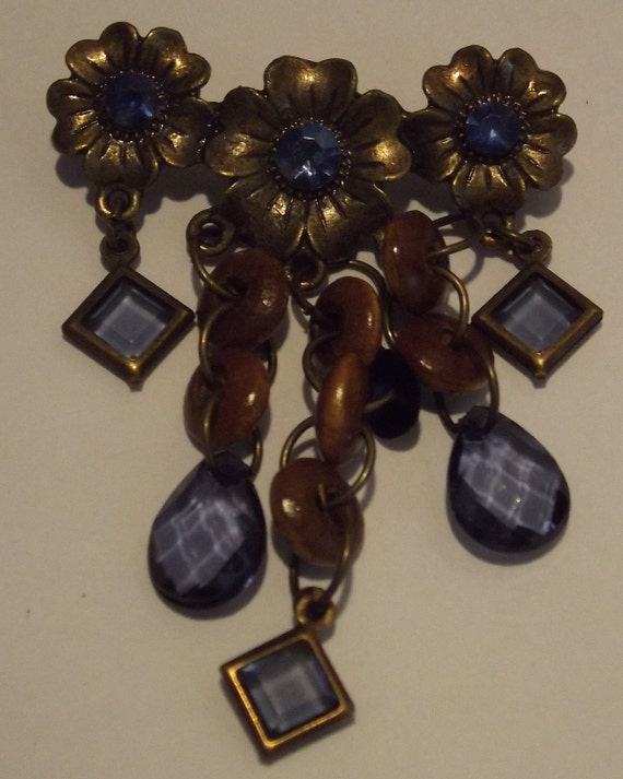 Blue Flower charm, Vintage style-Necklace charm, beads are Blue in color, metal