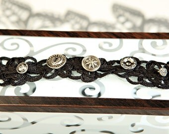 Vintage Button and Lace-like Bracelet Style 58