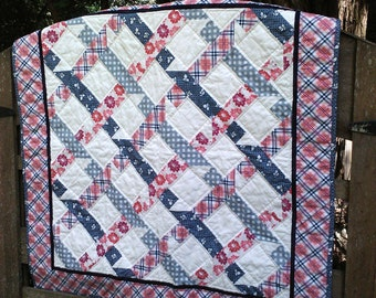 ON SALE! Patchwork baby quilt in grey and pink plaid
