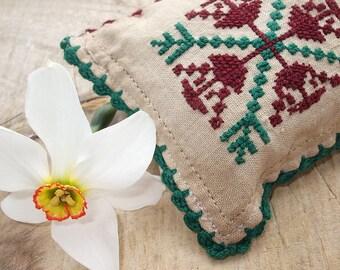 Vintage Traditional Cross Stitch Primitive Art Pincushion