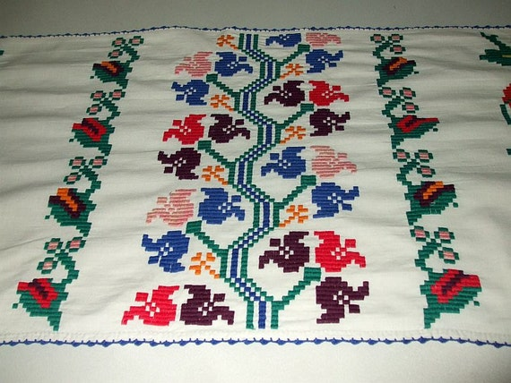 Vintage Traditional Romanian Hand Embroidered Cotton Flowers Tulip Tabble Runner Wall Hanging