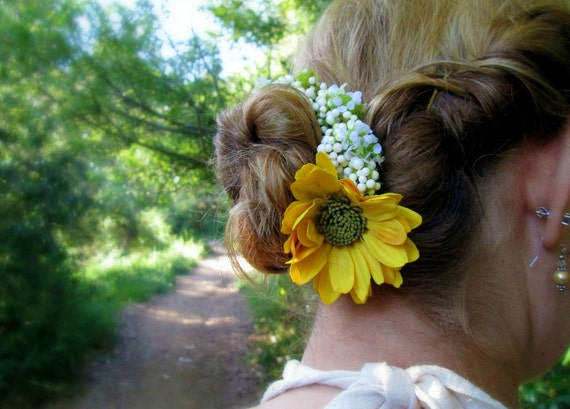 Picnic - Bun Belt, ring of baby's breath with yellow daisy, flower wreath for your hair bun