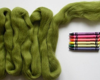 CORRIEDALE WOOL ROVING / Olive Green 1 ounce / corriedale sliver for needle felting, wool for felting, wool for spinning,wool for dreadlocks