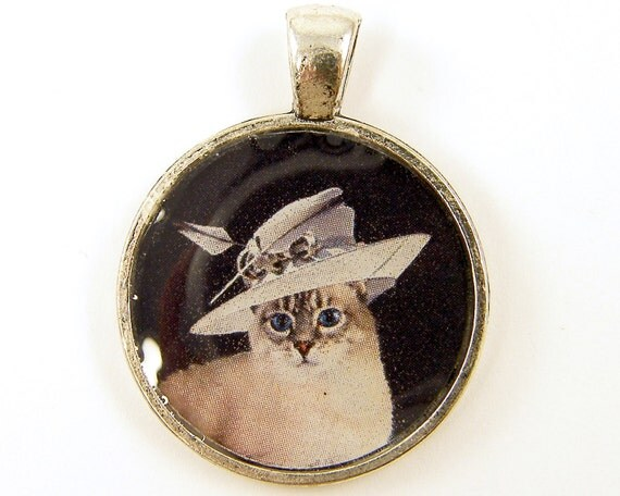 Cat jewelry gray white cat in fancy hat circle resin for Cat in the hat jewelry
