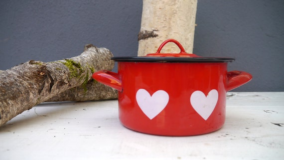 LOVEly enamelware pot with lid and cute hearts.