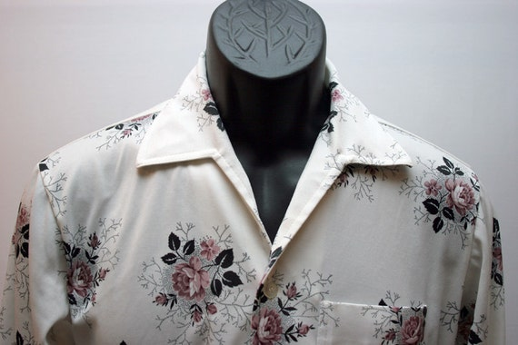 Vintage Men's White Shirt with Red Roses Retro Disco 1970s Collar Size Small