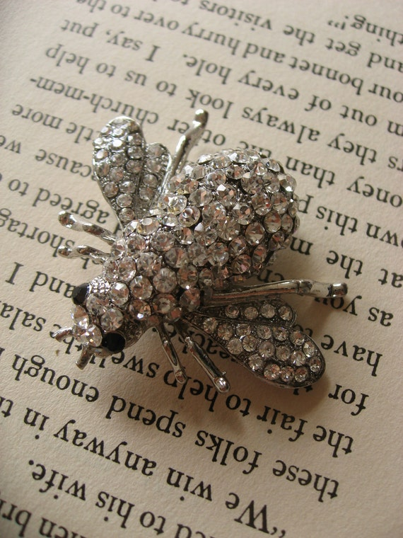 Humble bee wedding bridal rhinestone crystals brooch pin, bridesmaids gift, wedding gift, brooch pin, crystals brooch, crystal pin