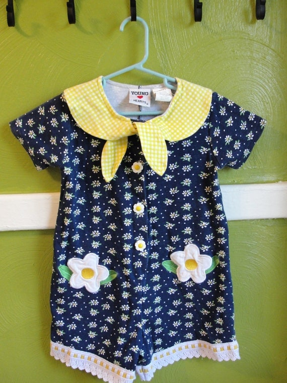 VINTAGE. Little Girls Daisy ROMPER..size 5.