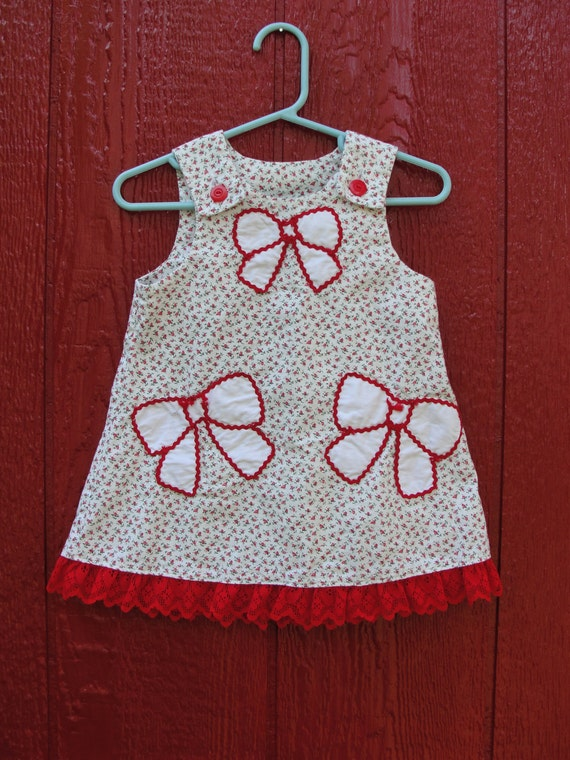 VTG. Rose bud and bows little girls dress with red lace trim and ric-rac. Size 18/24M.
