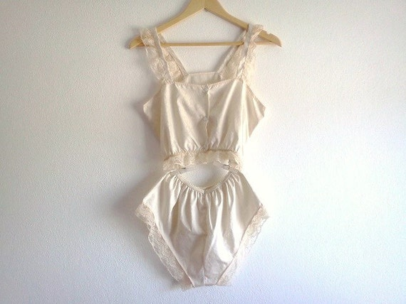 Vintage 1950s Lingerie Beige with Beautiful Lace