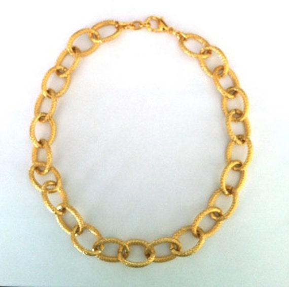 JANE: Sweet and Simple Etched Gold Chain Necklace