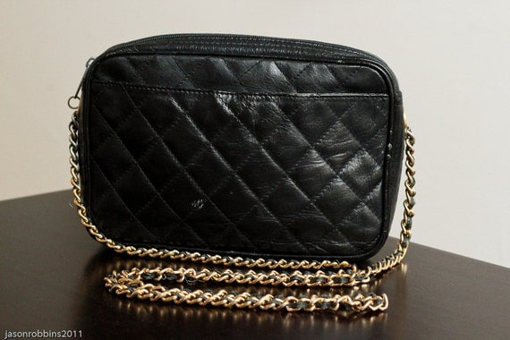 black quilted 1980s handbag/purse with chain strap