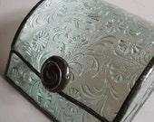 Jewelry box - Cut glass pattern