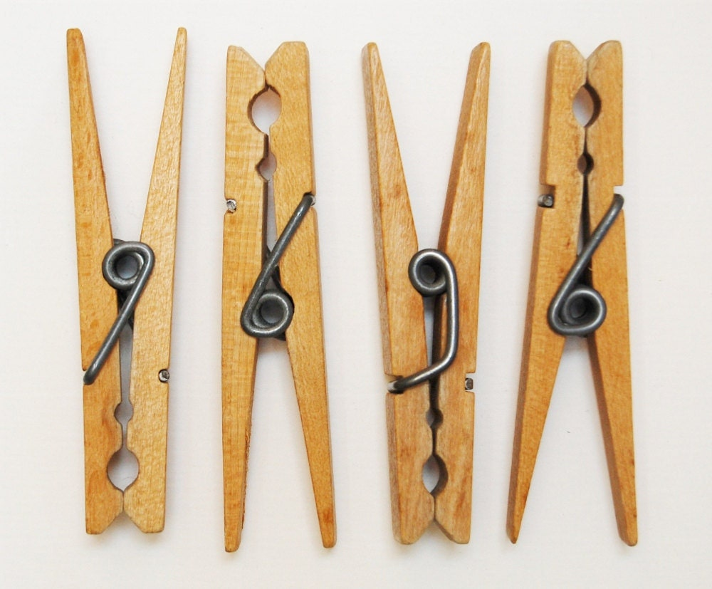 12 Vintage Clothes Pins Clip Style Smaller Size Lovely
