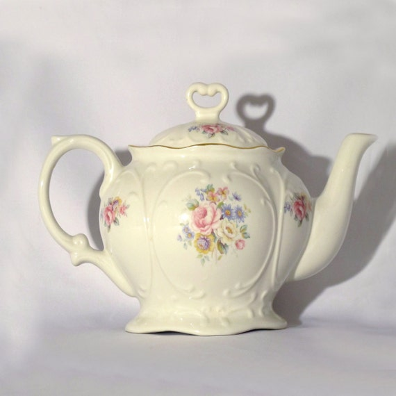 White china / Vintage teapot / Wedding gift / Vintage mid century pottery / 1950s teapot / Porcelain  tea pot