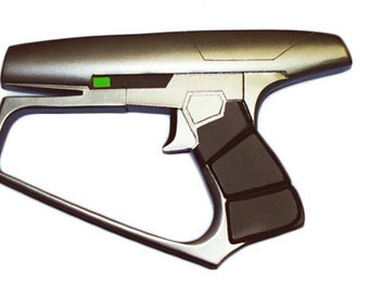 Maquis or Suliban phaser resin prop from Star Trek Enterprise and ds9