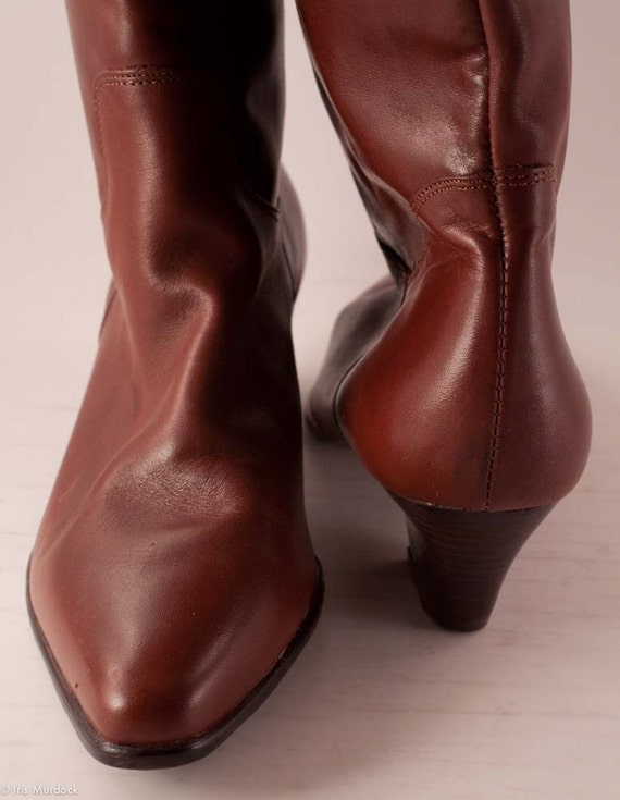 Whiskey-colored 1980s minimalist Western undercover cowgirl soon-to-be slouch boots by Ipanema. Made in Brazil, worn once. Size 9 US.
