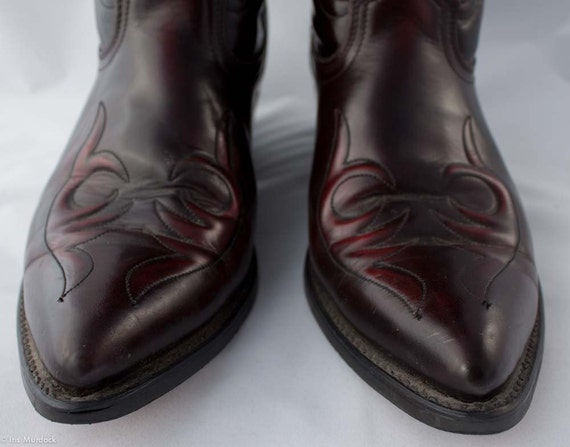 Super shiny blood-black 80s Western boots, US mens 11D, made in the USA by acme. Possibly vegan and definitely super rad. Worn once.