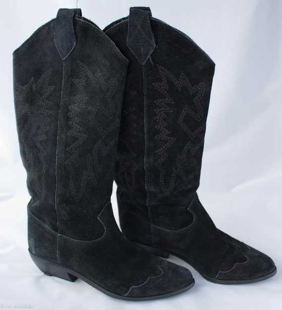 Ultra-chic Italian 1980s suede wingtip cowgirl boots by Bandolino, US size 6M, very gently worn.