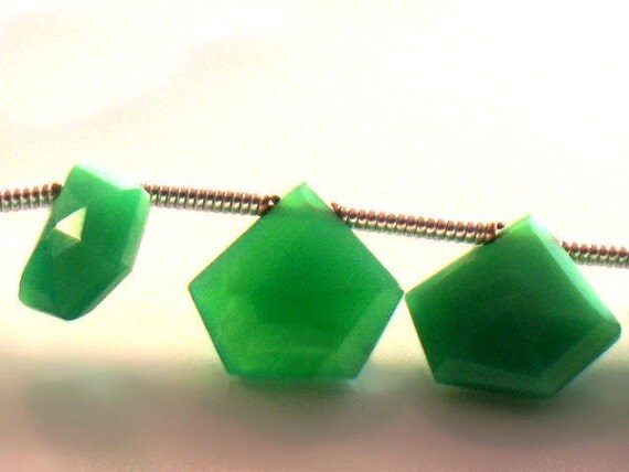 Green Chrysoprase Beads Faceted Pentagon AAA Quality 6 to 8mm For Handmade Jewelry Design