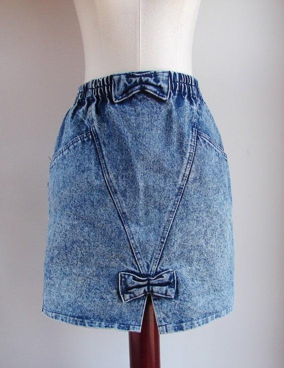 1980s acid wash high waist bow denim skirt size medium