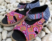 Vintage Sandals Size 9.5 HMONG Fabric Hand Embroidered Laced Boots Thailand (202)