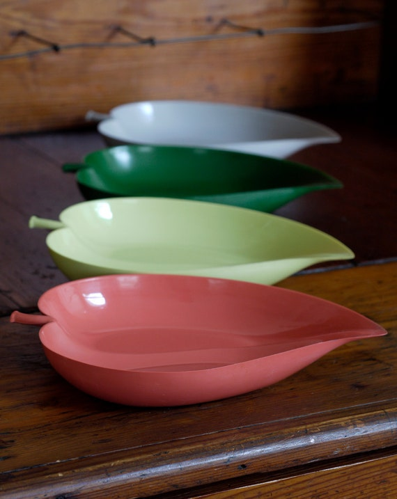 1950s Plastic Leaf Trays // 50s Leaf Plates
