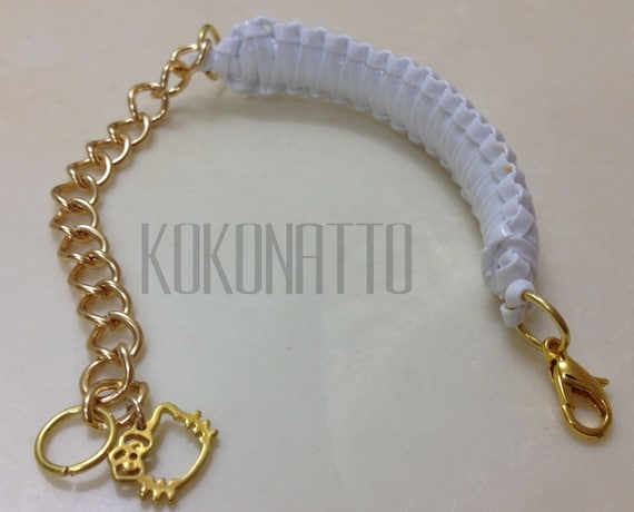 kokonatto: WHITE king with skinny gold color chain and Hello Kitty charm.