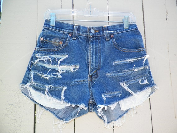Vintage Blue Wash LEVIS HIGH WAISTED Distressed/Ripped Denim/Jean Shorts