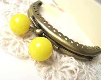 8.5 cm Antique Brass Floral Half Round Metal Sewing Purse Frame with Big Plastic Bead Ball Clasp Clip (Yellow) - 1pc