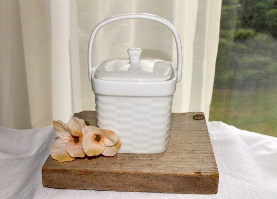 White ceramic small lidded basket with handle