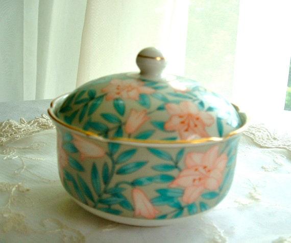 Otagiri Japan porcelain lidded tricket dish