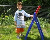 Laminated Cotton Long-Sleeve Art Smock for children, boys, (Riley Blake Gray Chevron with Blue Gingham Sleeves)