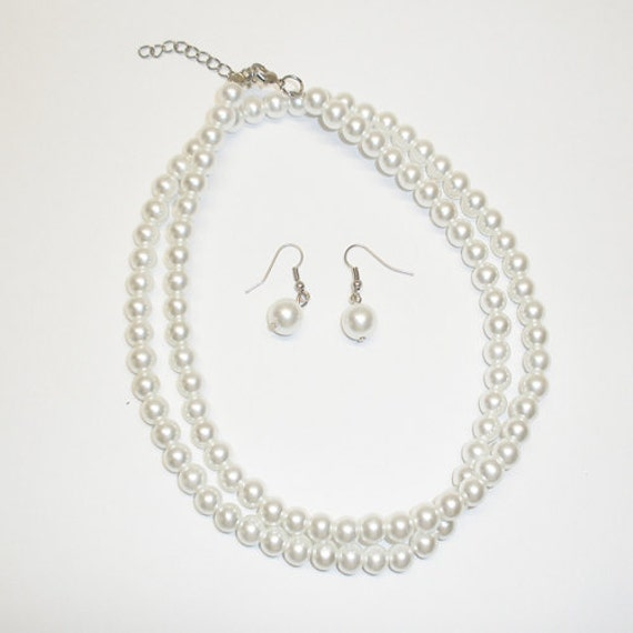 1 Pearl Necklace and 1 Set of Pearl Earings - WHite