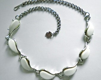 Vintage White Lucite Thermoset Plastic & Silver Tone Links Necklace