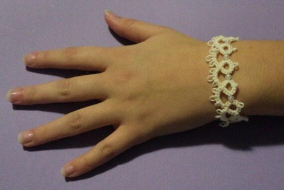 Tatted pearl bracelet