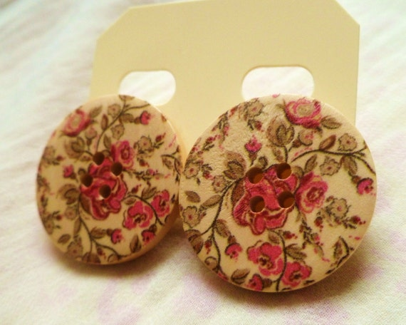 Floral button earrings, large - studs, 30mm wide, vintage style - wood.