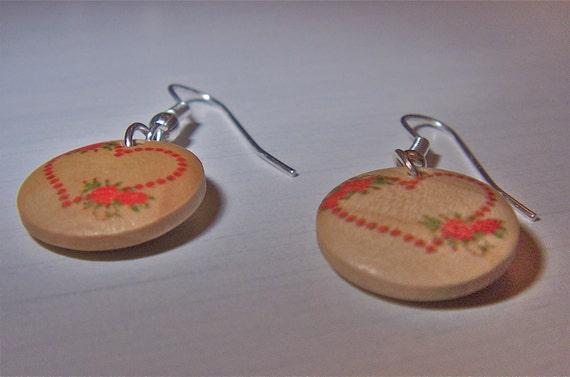Heart-pattern wooden earrings