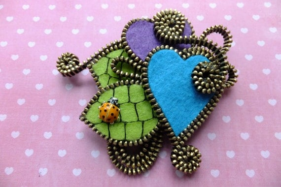 Hearts Felt Zipper Brooch (For Coat Jacket Hat )