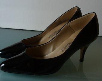 Vintage Bandolino Patent Leather Heels 7.5M Made in Italy